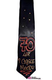Krawat z napisem 70 lat i ciągle młody
