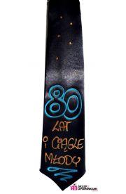 Krawat z napisem 80 lat i ciągle młody